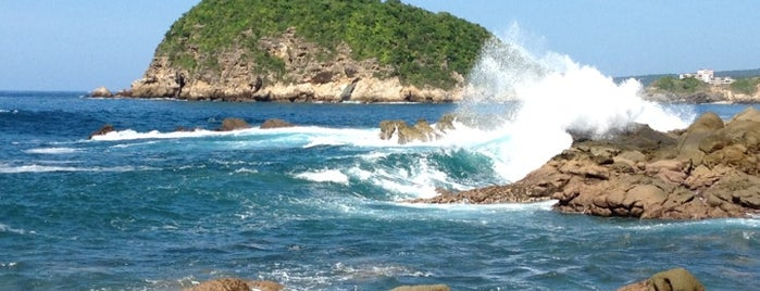 Bahias De Huatulco is one of Locais curtidos por Daniela 🤖.