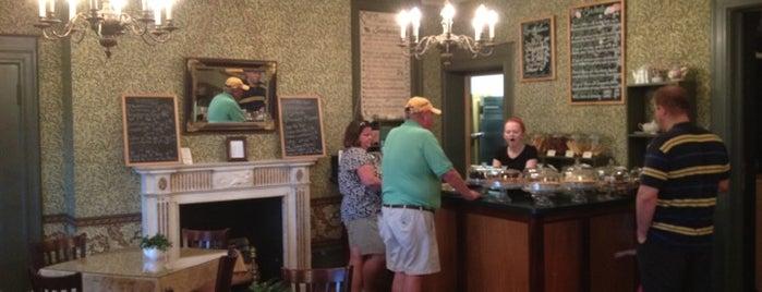 Hidden Oak Cafe is one of LI Places Bucket List:.