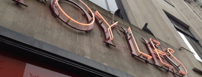 Foyles is one of Orte, die Laura Ana gefallen.