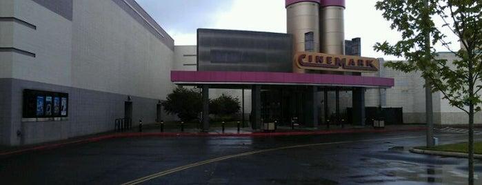 Cinemark is one of สถานที่ที่ Cale ถูกใจ.