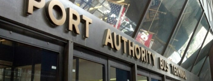 Port Authority Bus Terminal is one of Locais curtidos por Karen.
