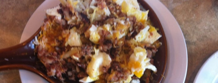 Double Yolk Pancake House & Restaurant is one of Posti che sono piaciuti a Janell.