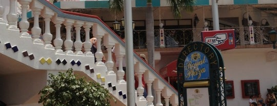 Royal Plaza Mall is one of Lugares favoritos de Julie.