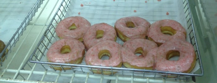 Dat Donut is one of 101 places to see in Chicago before you die.