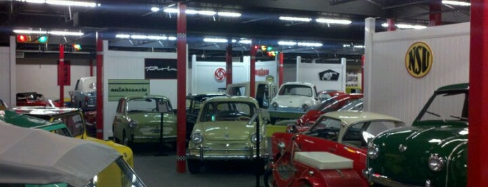 Miami's Auto Museum at the Dezer Collection is one of Posti che sono piaciuti a Алехандро.