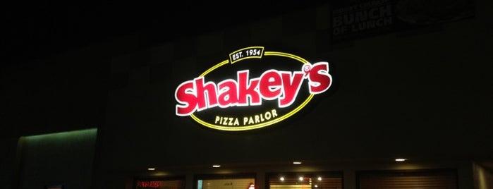 Shakey's Pizza Parlor is one of สถานที่ที่ Jason ถูกใจ.