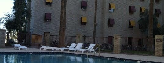 Cholla Apartments is one of Lugares guardados de Denny.