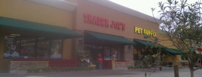 Trader Joe's is one of Lugares guardados de Priscilla.