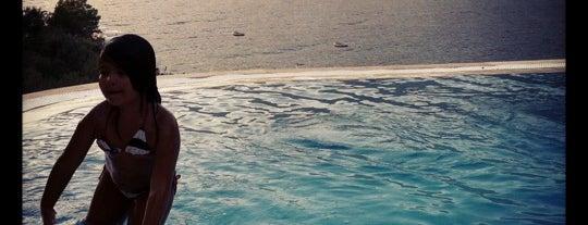 Club Çapa Hotel Beach is one of Tempat yang Disukai Melda.