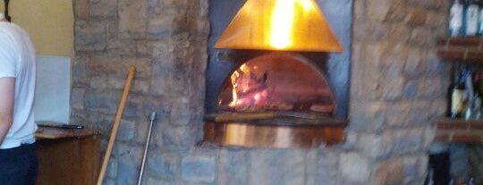 Amato's Woodfired Pizza is one of Christina 님이 저장한 장소.