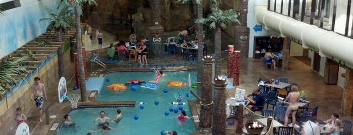 Edgewater Hotel and Waterpark is one of Orte, die Dan gefallen.