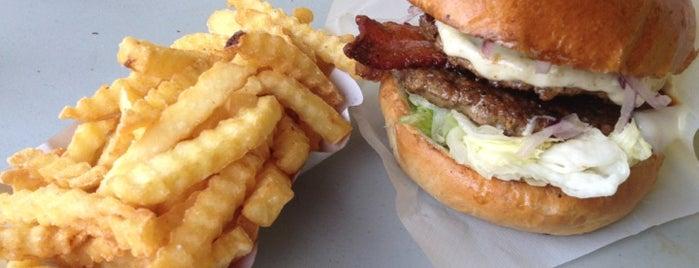 Magic Burger is one of Budapest kajaldak.