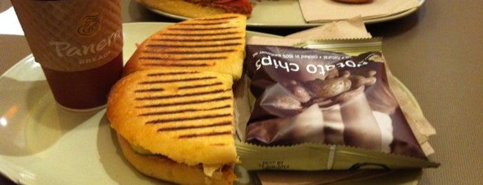 Panera Bread is one of Lugares favoritos de Jamielee.