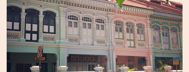 Joo Chiat is one of Lugares favoritos de Ian.
