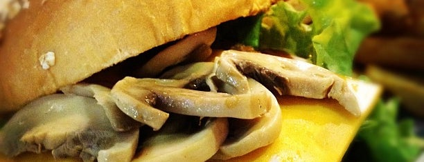 Brothers Burger is one of Lugares favoritos de Andre.