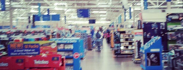 Walmart is one of Cralieさんのお気に入りスポット.