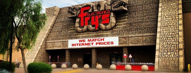Fry's Electronics is one of Lieux qui ont plu à Ricardo.