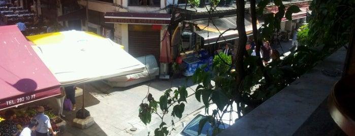 Asmaaltı Cafe & Bar is one of Orte, die Ezgi gefallen.