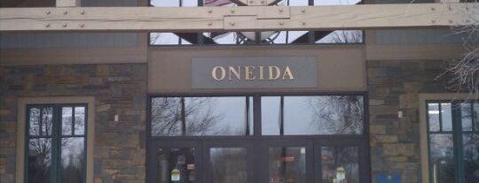 Oneida Travel Plaza is one of สถานที่ที่ Bryan ถูกใจ.
