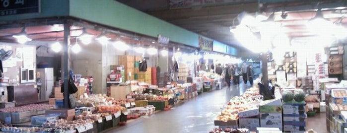 마포농수산물시장 is one of ㅅㅇ 쇼핑. 스킨케어. 문화..