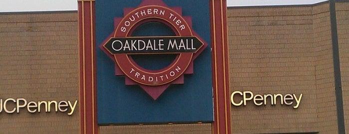 Oakdale Mall is one of Orte, die gerardo gefallen.