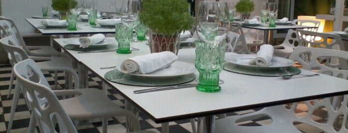 Rota das Sedas is one of Eat in Lisboa.