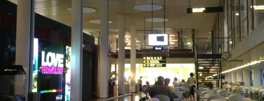 Aeropuerto de Copenhague-Kastrup (CPH) is one of Free WiFi Airports.