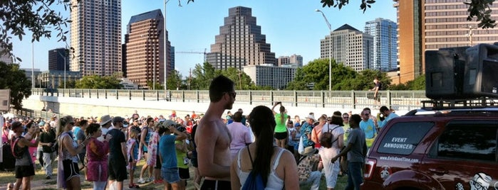 Auditorium Shores at Lady Bird Lake is one of Lugares favoritos de Greg.