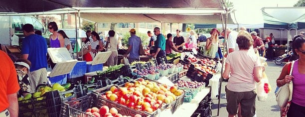 Summit Farmers Market is one of Anne 님이 좋아한 장소.