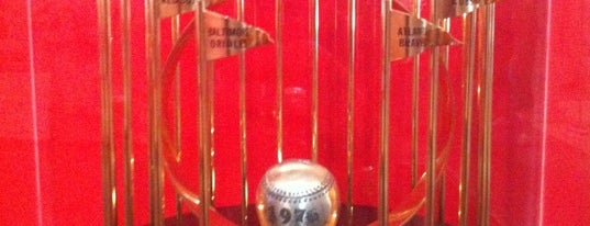 Cincinnati Reds Hall of Fame & Museum is one of Locais salvos de John.