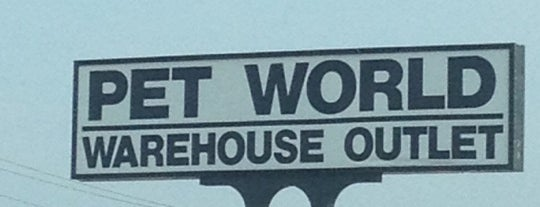 Pet World Warehouse is one of Lieux sauvegardés par Ashley.