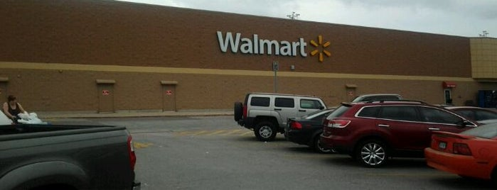 Walmart Supercenter is one of Lieux qui ont plu à Jose.