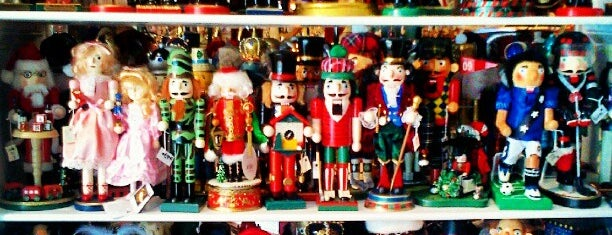 The Country Christmas Shoppe is one of Lugares favoritos de Merlina.