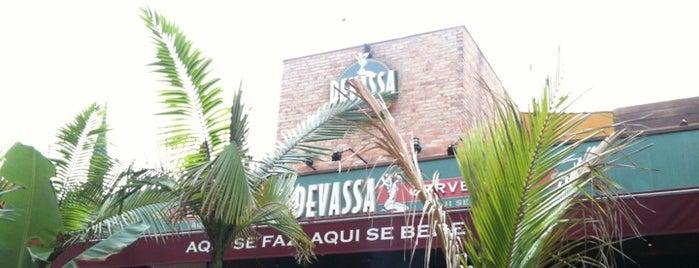 Cervejaria Devassa is one of Lieux qui ont plu à Mah.
