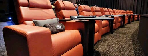 IPic Theaters Bolingbrook is one of Locais curtidos por Nicole.