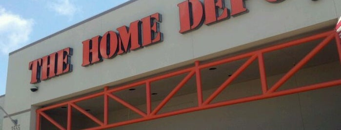 The Home Depot is one of Tempat yang Disukai Leroy.