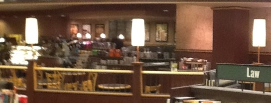 Barnes & Noble Café is one of Orte, die Erin gefallen.