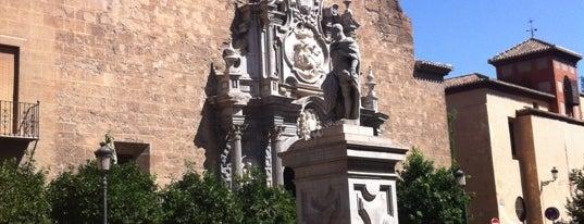 Plaza de la Universidad is one of Locais salvos de Mustafa.