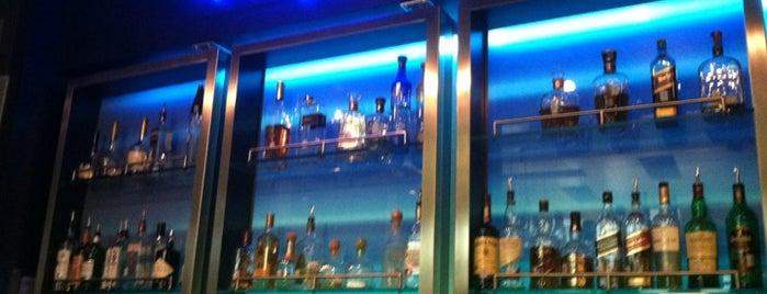 W XYZ Bar is one of Orte, die Lauren gefallen.