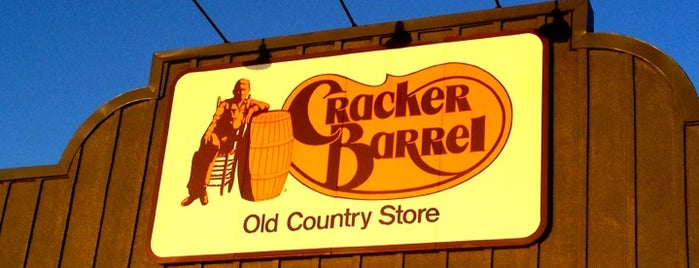 Cracker Barrel Old Country Store is one of Tempat yang Disukai Estevan.