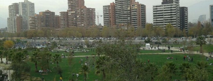 Parque Bicentenario is one of Santiago en 100 lugares.