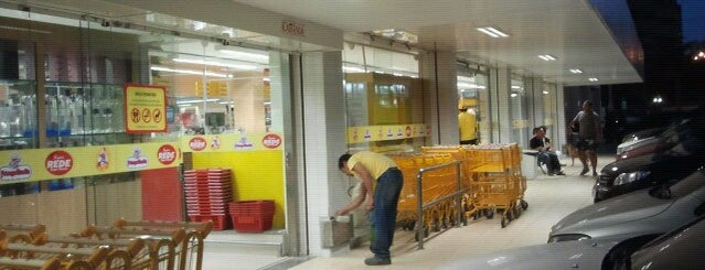 Super Frangolândia is one of Supermarkets.