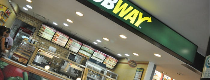 Subway is one of Orte, die Paola gefallen.