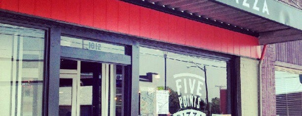 Five Points Pizza is one of Locais curtidos por Kimberly.