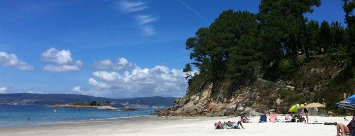 Praia de Lapamán is one of Mis playas favoritas de las #riasbaixas.