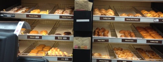 Dunkin' is one of สถานที่ที่ K ถูกใจ.