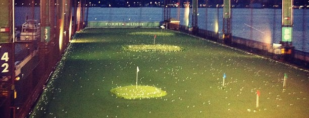 The Golf Club at Chelsea Piers is one of Tempat yang Disukai Jason.
