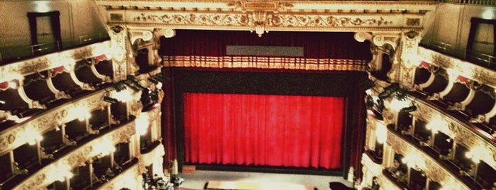 Teatro Petruzzelli is one of Locais curtidos por Carl.
