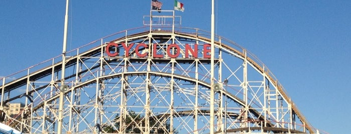 Luna Park is one of Lugares favoritos de Kevin.