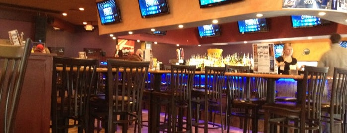 Primetime Sports Bar and Grill is one of Tempat yang Disukai Carlos.